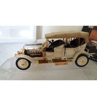 A Franklin mint scale model of a 1911 Rolls Royce tourer.