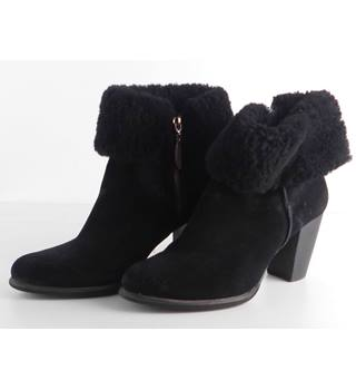 UGG Black Suede Angkle Boots with Sheepskin Fur Cuff Size 7.1/2