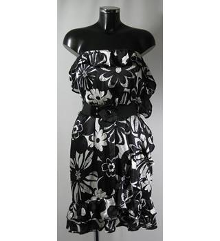 BNWT RED HERRING SILK DRESS - BLACK AND WHITE - SIZE 18 Red Herring - Size: 18 - Multi-coloured - Cocktail dress