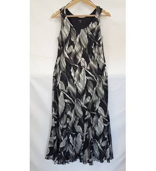 Roman sleeveless dress.size 12 Roman - Size: 12 - Multi-coloured - Full length dress