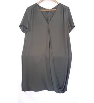 New Look short sleeve dress in khaki green. size 12 New Look - Size: 12 - Green - Summer