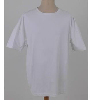 Bellfield  Size: XXL  White  Short sleeved T-shirt