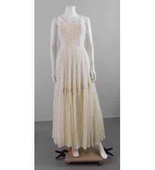 Vintage 1960s Size 8 Cream Lace Wedding Dress Oxfam Gb Oxfams Online Shop