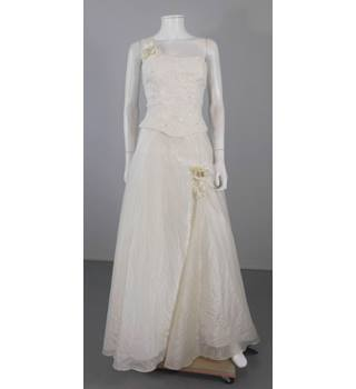 Sacha James Size 8 Ivory Wedding Gown