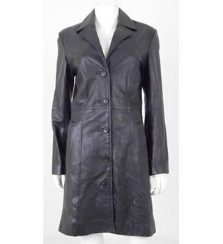 f2d697d41c Versses Size M Black Leather Smart coat
