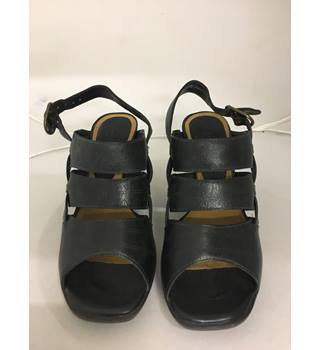 ec06679a34f7 BNWT Clark s Wedge Sandals Clark s - Size  3.5 - Black - Sandals