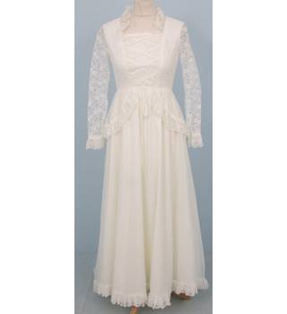 Unbranded Size S White Lace Up Tudor Inspired Wedding Dress