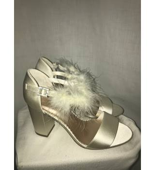 aa10ad5e66f Marks  amp  Spencer- Size UK6.5-BNWT ivory satin effect sandals M amp