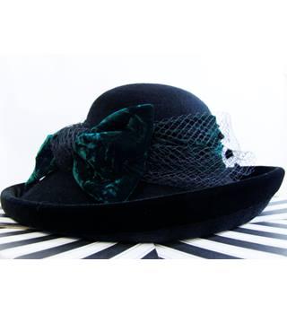 Vintage Cappelli Velvet  amp  ... 36c444ec3585