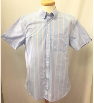 2cf576869d480 VINTAGE Samuel Windsor - Size  M - Cornflower blue with watermelon pink  stripes - Short