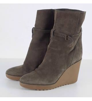 78dfddbf348d Chloe Nutmeg Brown Suede Wedge Ankle Boots Size 6