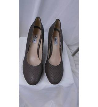 8fe53e797e LOVELY TAUPE LEATHER WEDGE SHOES CLARKS SIZE 7.5D Clarks - Size: 7.5 - Brown