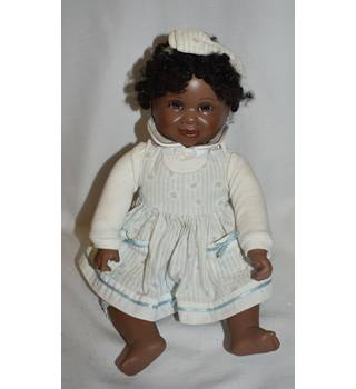f588d70ebafc Second-Hand   Collectable Dolls   Bears - Oxfam GB
