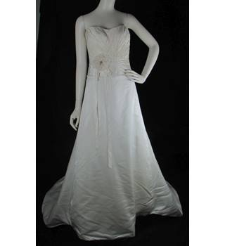 d5b56b6d6d BNWOT - Alan Hannah - Size  8 - Ivory - Silk A-line wedding
