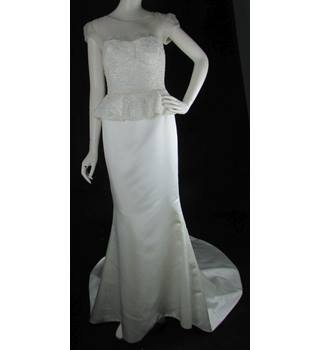 BNWOT - Alan Hannah - Size  8 - Ivory - Sheath Wedding dress with Chapel e74644bafb53