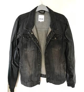 a6e90e66a0dce Asylum Black denim jacket with leather look sleeves- mens size M Asylum -  Size