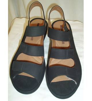 2c0cfede0233 Used  Very good (look like only worn once) Clarks Collection Size  6E