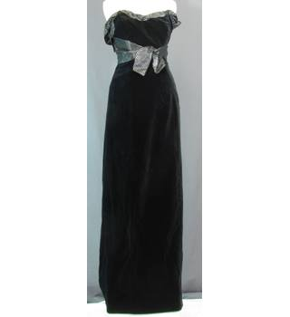 7191d5e51b Laura Ashley - Dress - Size  Medium - Black