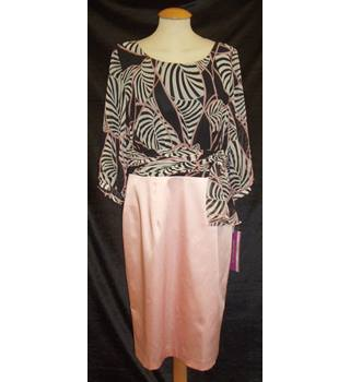 ca63dd7281 BNWT Zeila Collection Size 12 'Mother of the bride' print top with pink  pencil