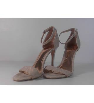 57adfed46 NWOT True Decadence Gold Sparkle Stiletto Sandals Size 5