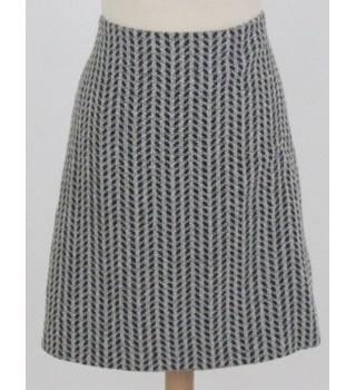 bef17f3b80b Hugo Boss Size 8 Black and White knitted Skirt