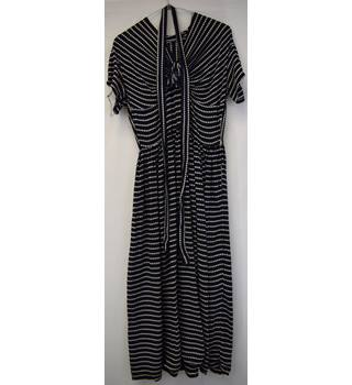 cb4f66335fb5 Vintage navy and white spotted tea dress