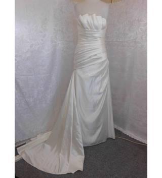 bc39f6ccb46 Pronovias Strapless Wedding Dress Pronovias - Size  14 - Cream   ivory -  Strapless wedding