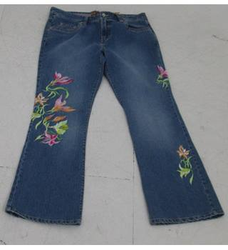 5cf96c14983 BNWT Bill s Size 14 Blue Floral Embroidered Jeans
