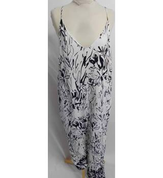 b0e86ca54ba BNWT French Connection Size 10 White  amp  Black Abstract Patterned Jumpsuit