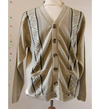 42812a376e0df3 Men s Vintage   Second-Hand Jumpers   Cardigans - Oxfam GB