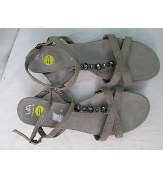 c6e17ce2f VA Milano - Size  M - Beige - Sandals