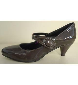 ffb5263ff4 JONES BOOTMAKER - Size 4.5 UK ( euro 37) - Women s Brown Patent Leather  Straps