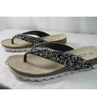 7426010a4 NWT Blue Fin size 37 toe post sandals