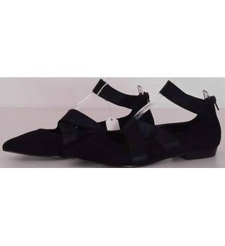5554633accc ... block heeled courts. £19.99. NWOT M amp S