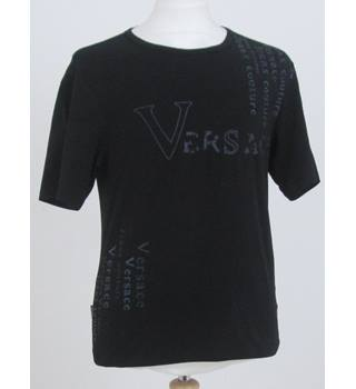 7de898ae1 Versace Size M Black with Brand Print Short sleeved T-shirt