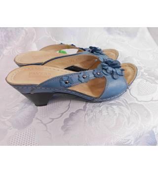 c286678d757d Women s Second Hand   Vintage Shoes