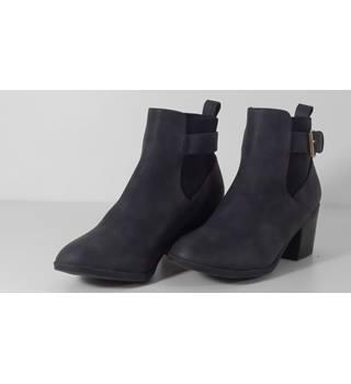 fbc007aa5ce6 Women s Second Hand   Vintage Shoes
