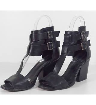 a8c7581555d02 The Kooples Size 5 Black Leather Heeled shoes