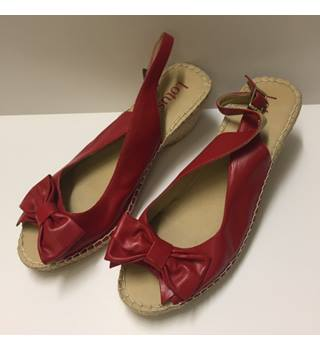 a8055d8501802 Red Wedge heel Sandal from Lotus, Size 8