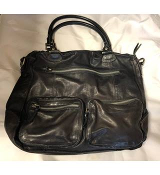 ea5a85bf39f8 Leather Black Oushka London Bag With Adjustable Strap oushka - Size  Not  specified - Black