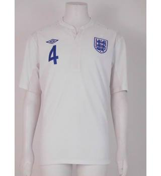 2e0d27bf0a9 Umbro - Size: XL - White - England Official Home Shirt 2010 Gerrard No.