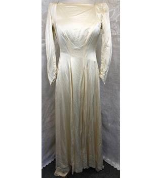 13ee10d6a7f8 Vintage 1940s wedding dress ivory size 6 Unbranded - Size: 6 - Cream / ivory