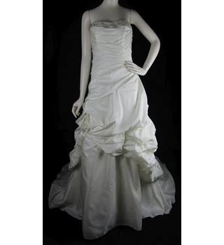 b50e0e1c78 BNWT Victoria s Bridal Size  14 Ivory A-line Strapless wedding dress