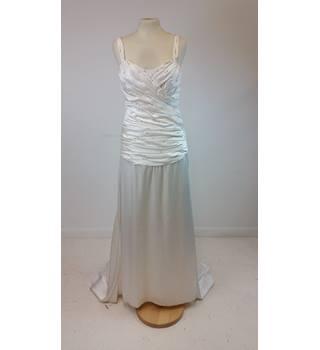 e7661fba733 Second-Hand   Vintage Wedding Dresses - Oxfam GB