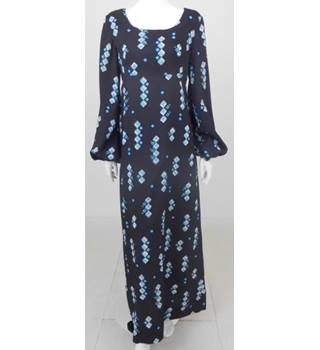 e64b3e270c2 Unbranded Size M very dark purple patterned long dress