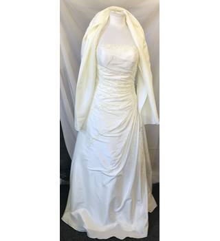 9069948cb02 Dynasty Wedding dress Dynasty - Size  10 - Cream   ivory
