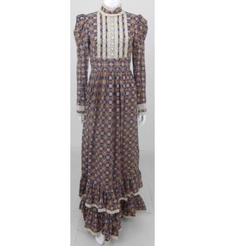 54ccc1420 Vintage 70s Gina Fratini Size:S tan & navy check long prairie dress