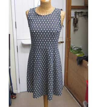 3fbc308a4d8 H amp M Artistic Print Twitchill Summer Dress Size 12