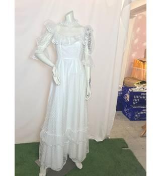 04ae7956dc05 Vintage Wedding Dress Unbranded - Size: 12 - White - Lace wedding dress