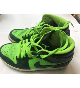 official photos b0263 ecb43 Nike Air Jordan 1 Mid Basketball Shoes 554724-330 Size 7 Gorge  Green Electric